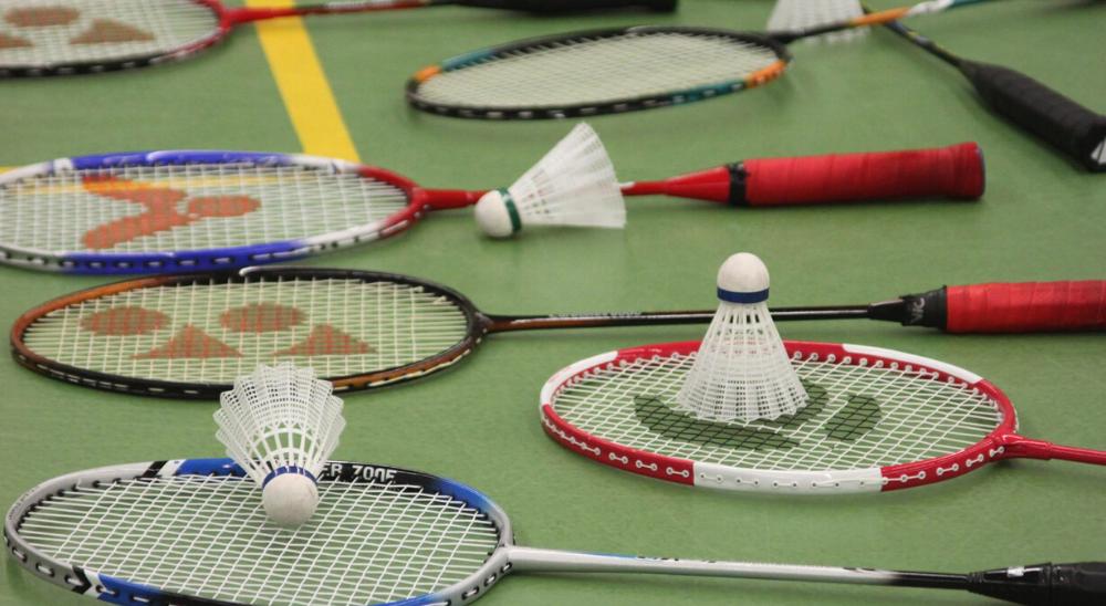Oostmeerhal Racket en Shuttles | Badmintonclub Lansingerland